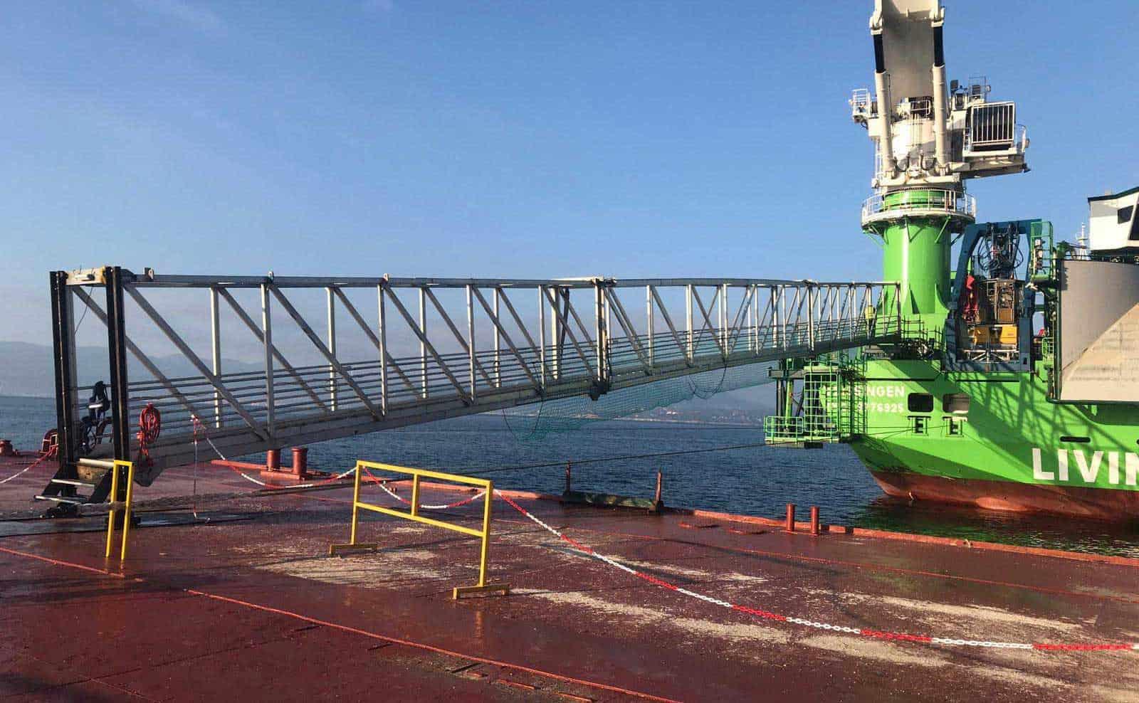 BRIDGES2000 Access to Kabellegger schip 1
